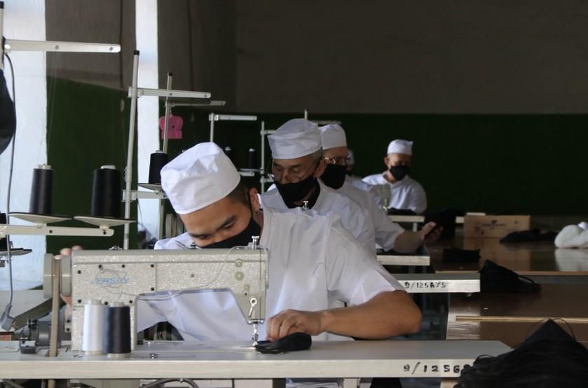 Свыше 120 исправительных колоний РФ с 7 апреля развернут производство медицинских масок