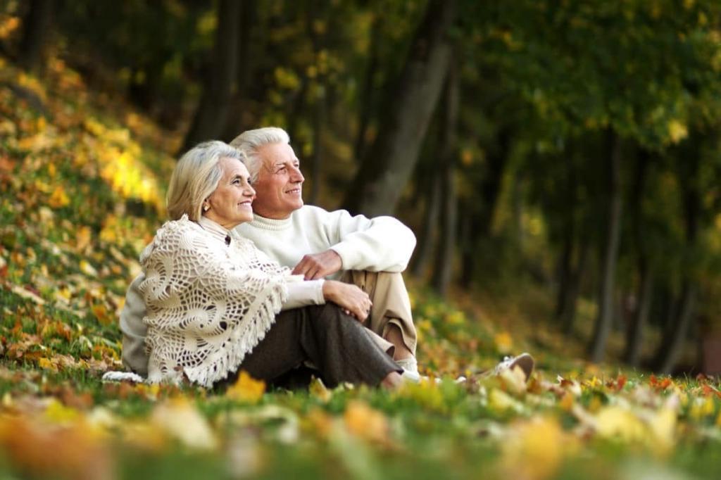 50 лет брака и развод: простила измену, но муж снова начал флиртовать с соседкой. Выгнала его, а через неделю он приполз обратно