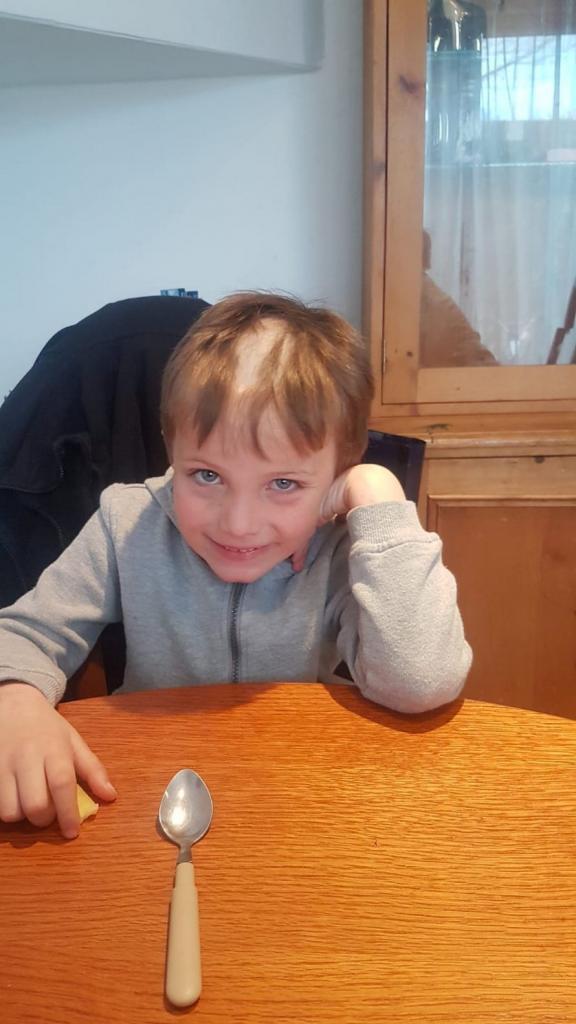 5 летний мальчик нашел у отца машинку для стрижки волос: услышав смех, отец влетел в комнату, но было поздно