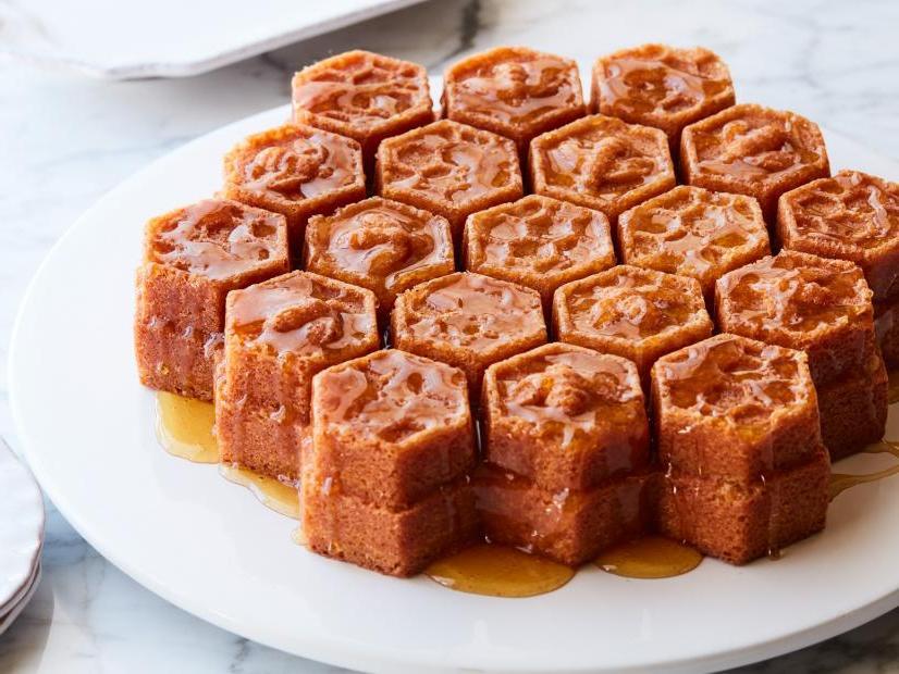 Я обожаю мед, поэтому часто готовлю пирог  Соты : простой и вкусный рецепт