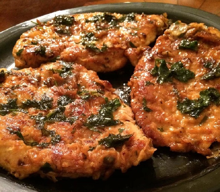 Экономный рецепт куриных отбивных по-французски в кляре из яиц, молока и масла (на приготовление надо не больше 30 минут)