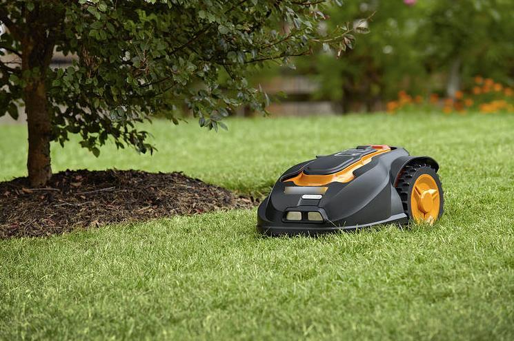 Почему робот-газонокосилка - это находка для вашего газона: подстригает без вашей помощи в любую погоду