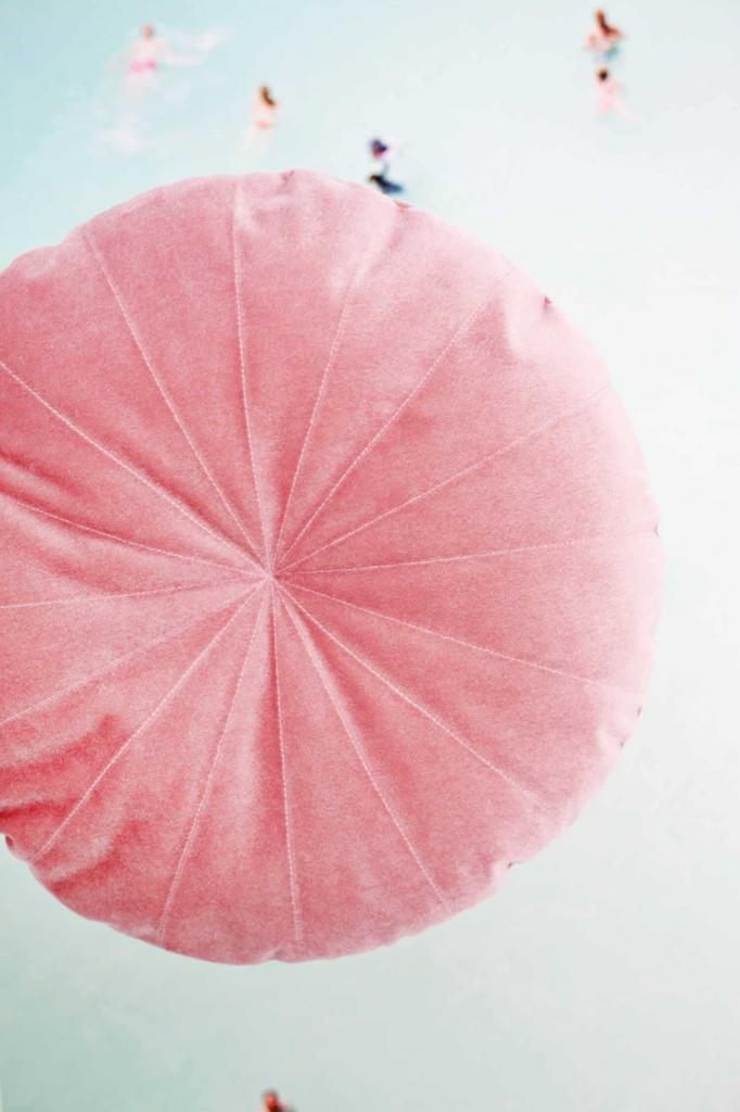 Бархатная круглая подушка своими руками за один час: фото по шагам