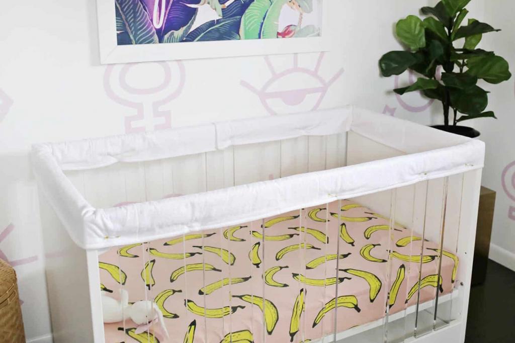 Безопасность ребенка важнее всего: как сшить защитные чехлы на бортики детской кроватки