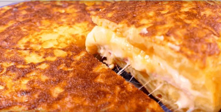 Картофельный омлет с ветчиной и сыром: королевский деликатес на сковороде для гурманов