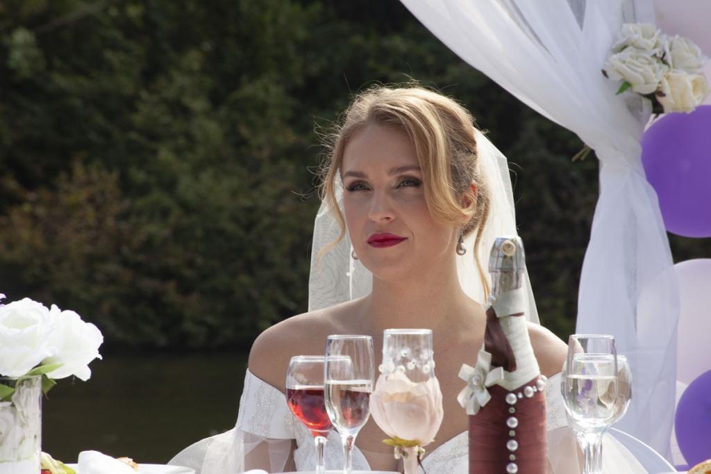 Разлучница из Паромщицы в жизни выглядит намного красивее: новые фото актрисы Елены Дудиной