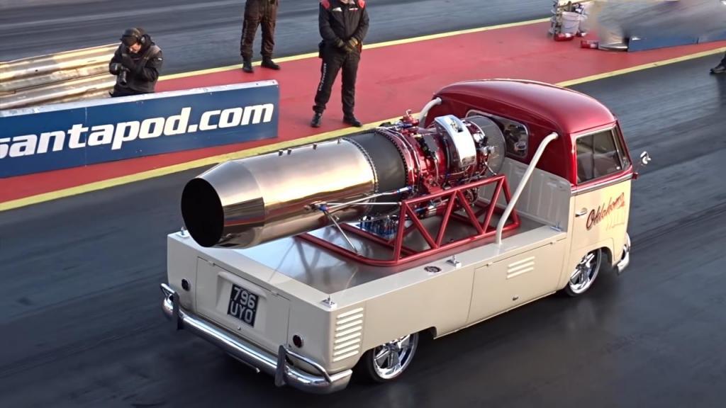 Фольксваген 1957 года развивает скорость свыше 480 км/ч: его делали пять лет, и видео доказывает, что труд не пропал даром
