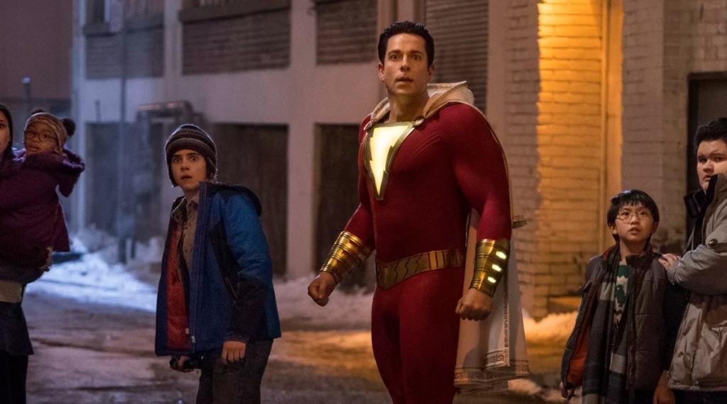 """Год назад вышел супергеройский фильм """"Шазам"""". Исполнитель главной роли Закари Ливай отмечает годовщину и признается, что готов к продолжению – каким может быть сиквел?"""