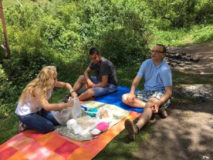 Мы с мужем приехали из за границы к маме в гости и решили пойти на пикник: тогда я поняла, какая причина низкого уровня жизни