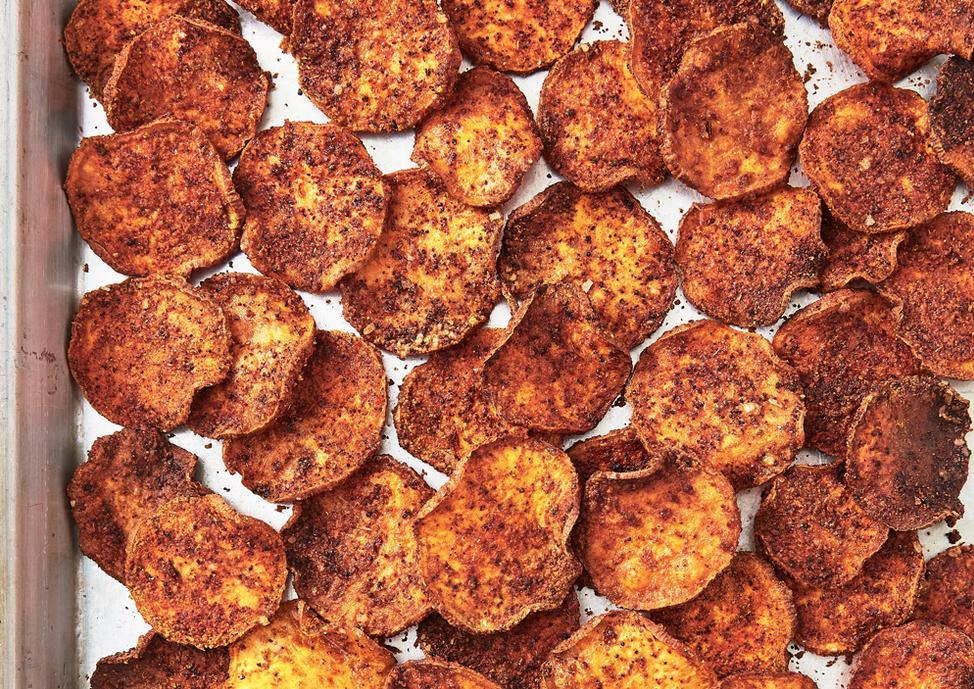 Не стоит отказываться от любимой закуски: рецепты чипсов практически из всего, что есть под рукой во время карантина