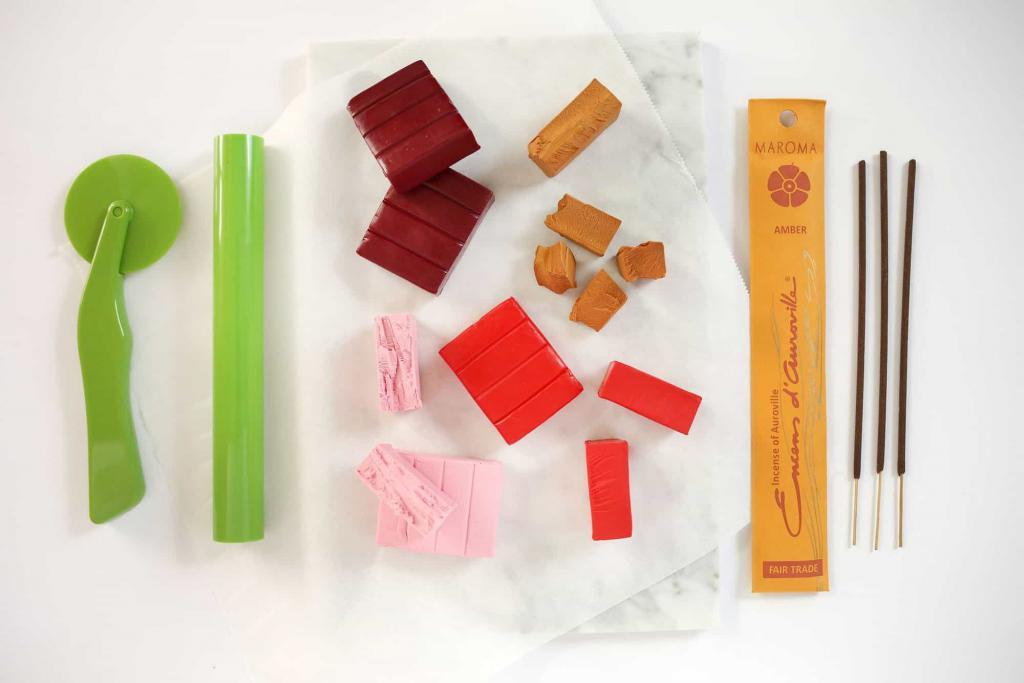 Полезная вещица из полимерной глины: как сделать простую и красивую подставку для благовоний своими руками