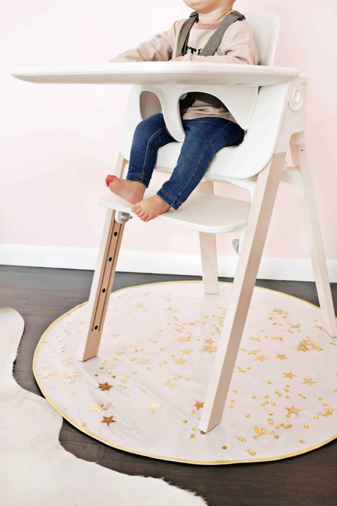Защита пола от каши и детского пюре: как сшить специальный коврик под стульчик для кормления малыша