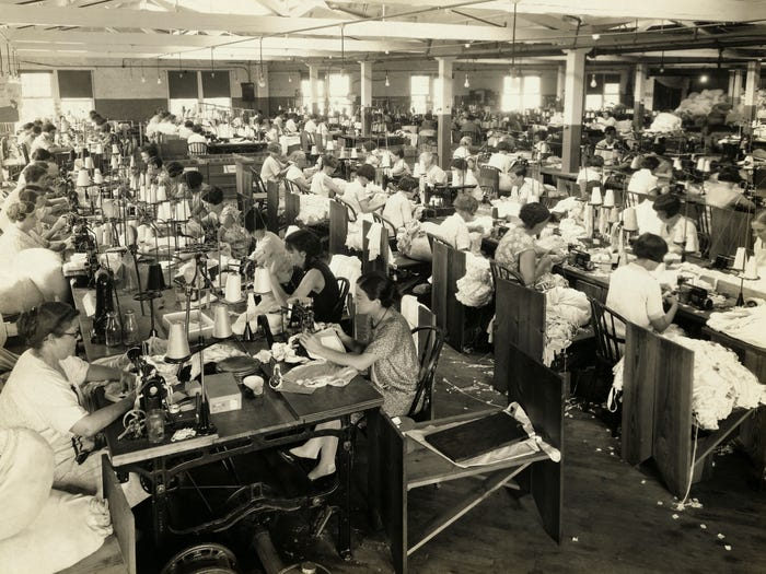 10 винтажных фотографий показывают, как изменилась роль женщин в социуме за последние 100 лет
