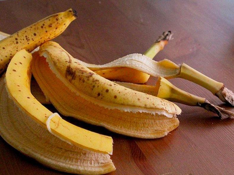 Для крепкого сна и белых зубов: польза банановой кожуры, узнав о которой вы больше не захотите выкидывать ее в мусор