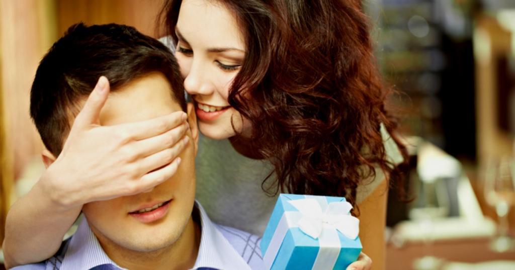 Жена подарила мужу навороченный телефон, который помог ей узнать о его неверности