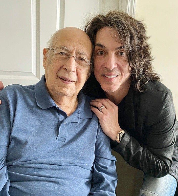 Если я когда-нибудь доживу до ста, то хотел бы выглядеть как вы, сэр: музыкант группы KISS Пол Стэнли поздравил отца со столетним юбилеем, фанаты присоединились к поздравлению