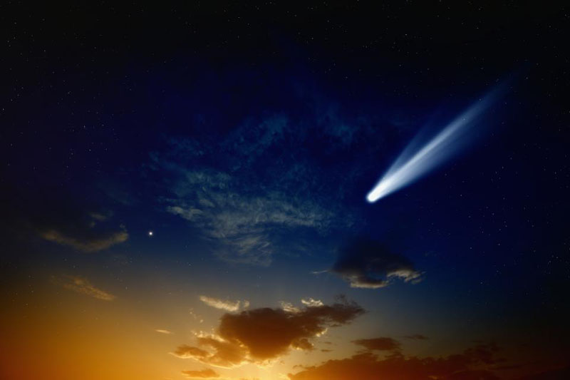 Яркая комета с хвостом приближается: она будет видна лучше с каждым днем, особенно 30 апреля