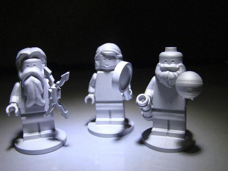 Фигурки Лего и золотая урна: Пол Кваст задался целью каталогизировать каждый предмет или сообщение, которое люди запустили в космос