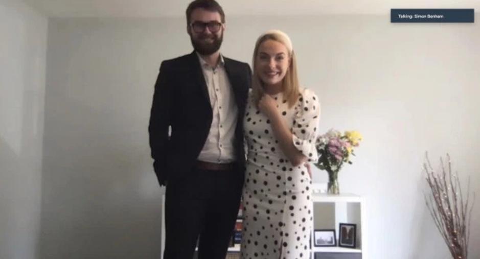 Молодой паре пришлось отказаться от свадьбы мечты: они нашли выход и провели церемонию с гостями по видеосвязи