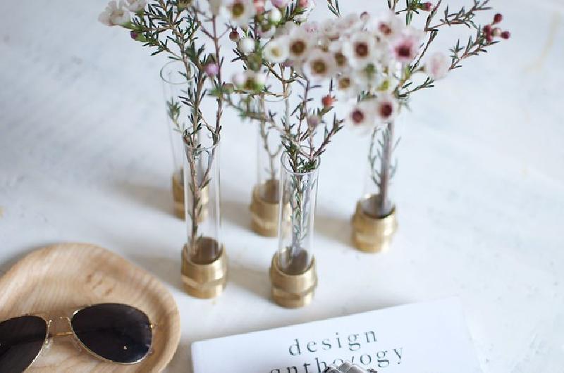 Необычное применение пробирок и болтов: делаем стильные вазочки своими руками