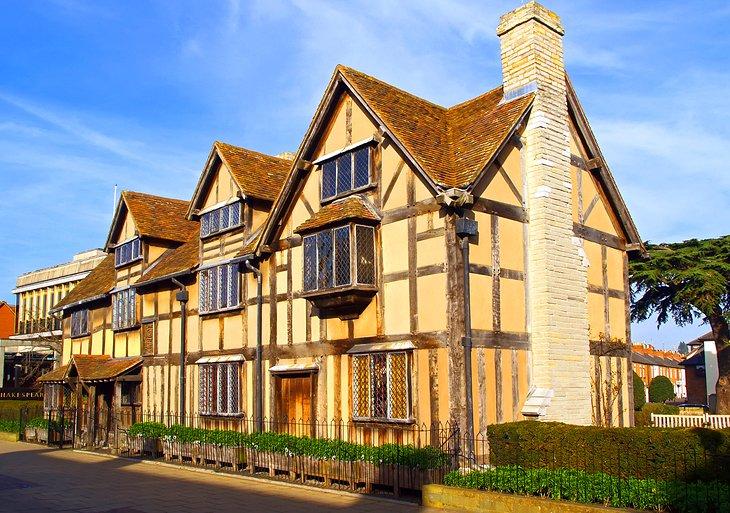 Чем прославился английский город Стратфорд-на-Эйвоне: изучаем место рождения Шекспира и многое другое