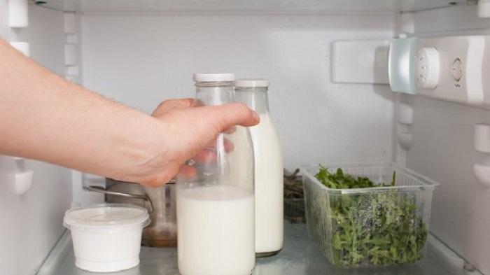 Австралийка показала, как она хранит молоко дольше обычного. Простой и известный многим лайфхак вызвал у людей восторг