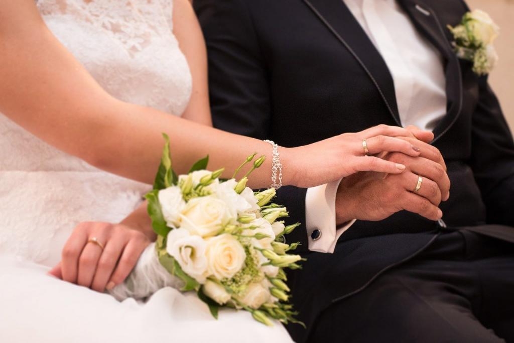 Бывший муж пригласил меня на свадьбу. В невесте я узнала нашу домработницу. Как оказалось, она была не той, за кого себя выдавала