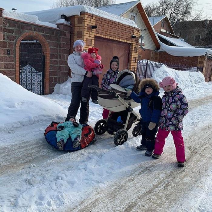 Многодетная мама из Новосибирска родила десятерых: как живет необычная семья