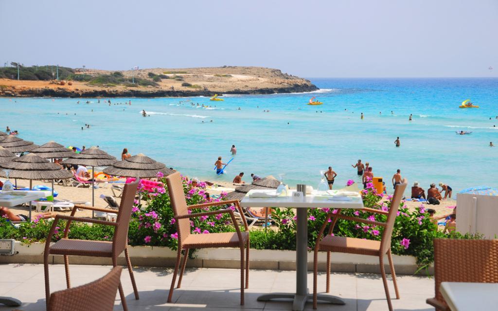 Кипр обещает оплатить лечение, питание и проживание каждому туристу, который заболеет Covid 19 во время отдыха на острове