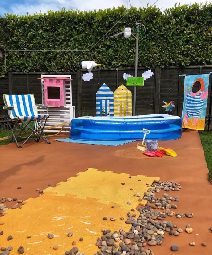 Чтобы дети на карантине почувствовали летние каникулы, отец построил им настоящий пляж