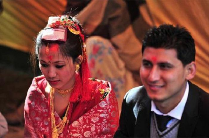 Здесь девочки выходят замуж за Солнце и нет ни единой вдовы: необычные брачные традиции непальського племени