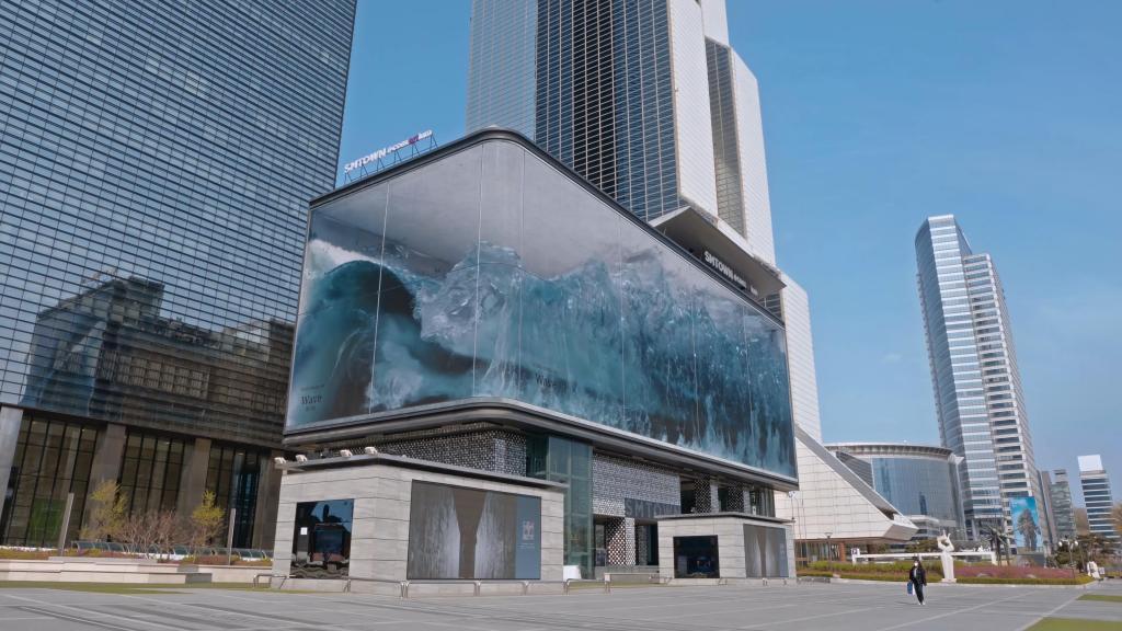 Гигантские волны внутри здания: в Сеуле появилась крупнейшая в мире анаморфная иллюзия, и она поражает воображение