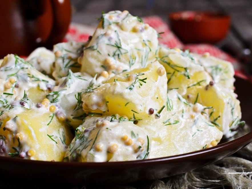 «Жарить, а не варить»: знакомый шеф повар рассказал, как сделать любимый мною картофельный салат еще вкуснее
