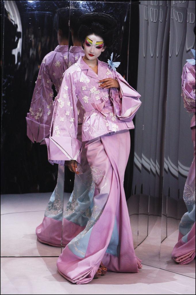 Дизайнер Дзетаро Сайто, Ким Кардашьян и мэр Киото ведут дискуссию, можно ли менять традиционный образ кимоно