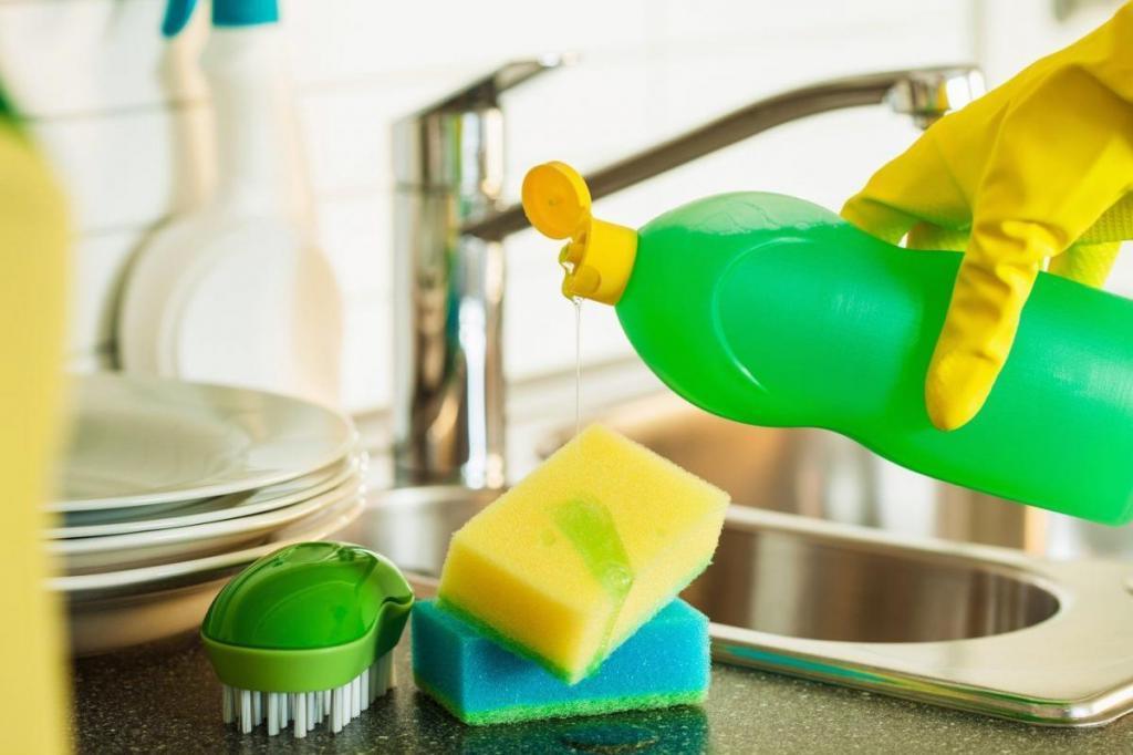 Моющее средство для посуды выливаю в раковину хотя бы раз в неделю: на это есть веская причина