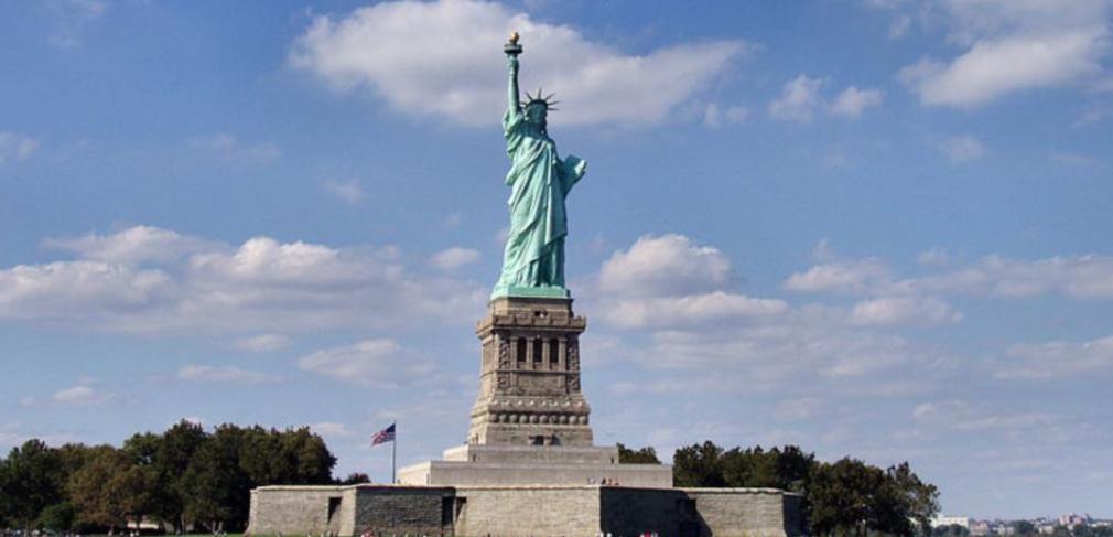Пол Дэвидсон десять ночей делал снимки статуи Свободы изнутри, и теперь можно совершить виртуальное путешествие