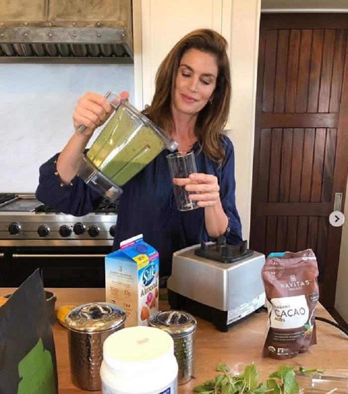 Синди Кроуфорд поделилась рецептом вкусного и полезного смузи