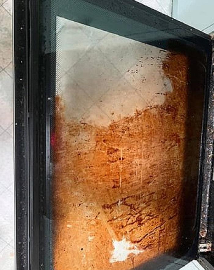 Табсы для мытья посуды очистили рабочую одежду мужа: не ожидала такого результата (фото)