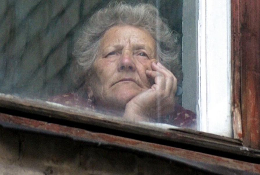 Соблюдать распорядок дня: советы экспертов, которые помогут пожилым людям быть счастливыми и радоваться жизни, несмотря на карантин