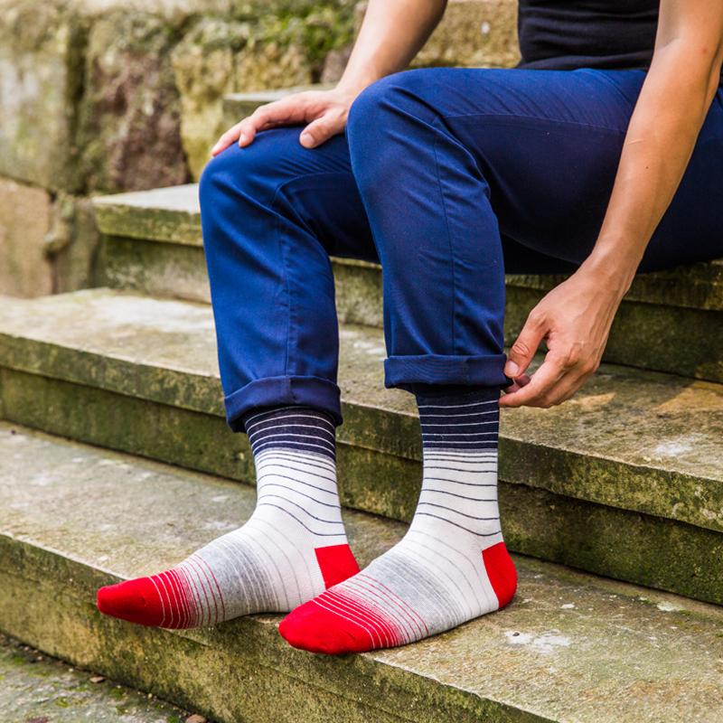 Картинки парень в носках