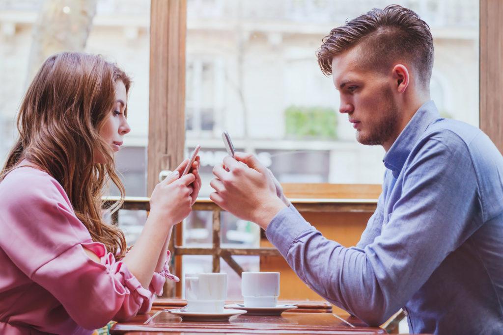 Интроверты ценят друзей, а экстраверты – лайки: какие различия между этими двумя типами личности в социальных сетях