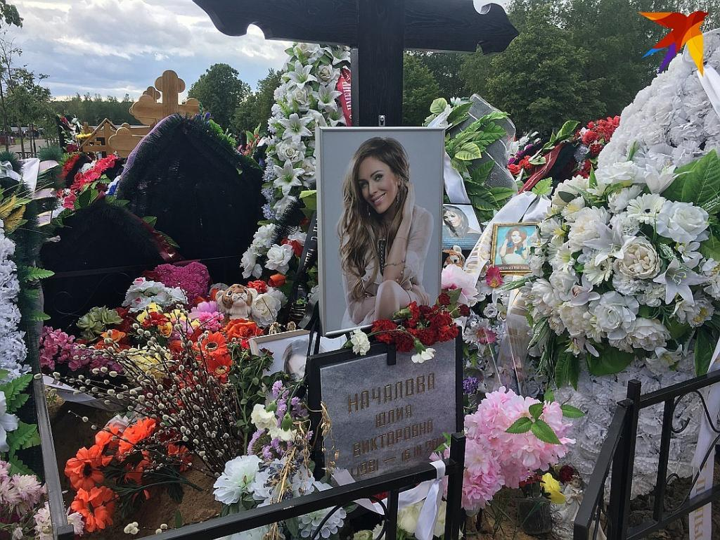 «Скромный, но со вкусом»: на могиле Юлии Началовой появился памятник