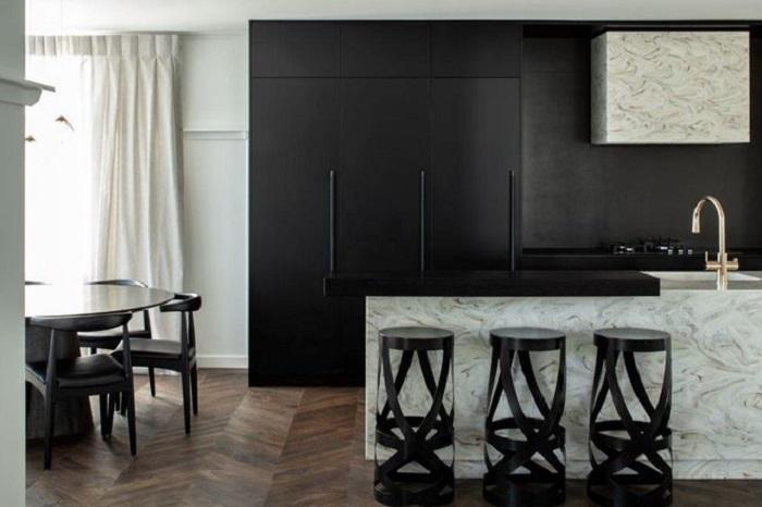 Давно мечтала о черной кухне, знакомый дизайнер подсказал, как сделать ее стильной и не мрачной