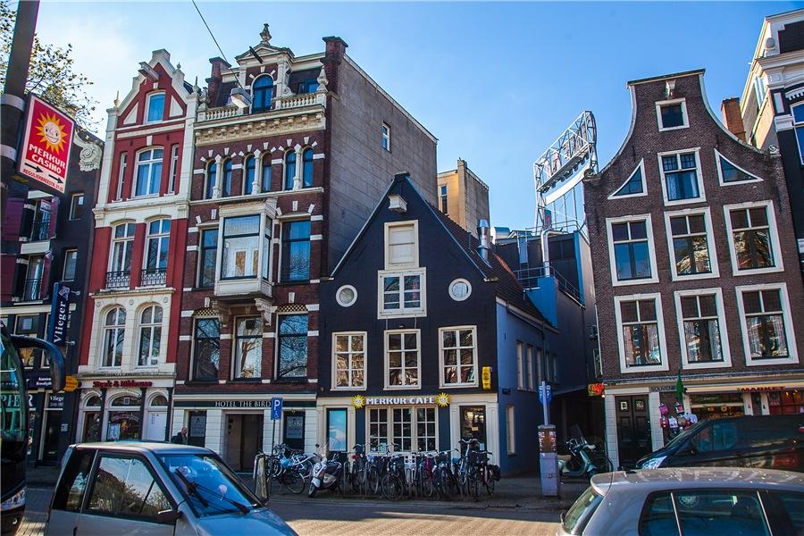 Когда муж - дизайнер: мужчина превратил заброшенный склад XIX века в Амстердаме в шикарный дом для своей семьи
