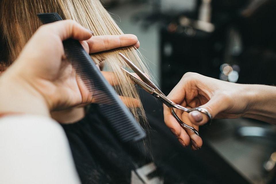 Еле дождалась открытия парикмахерской после изоляции: мой первый визит был не похож на другие