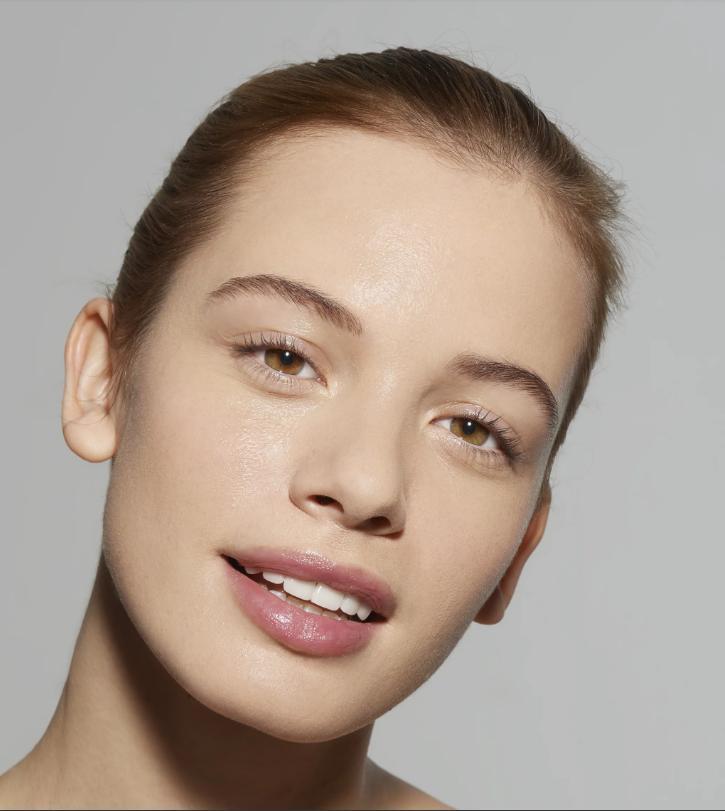 Косметика блокирует работу кожи, поэтому косметологи советуют давать коже отдых