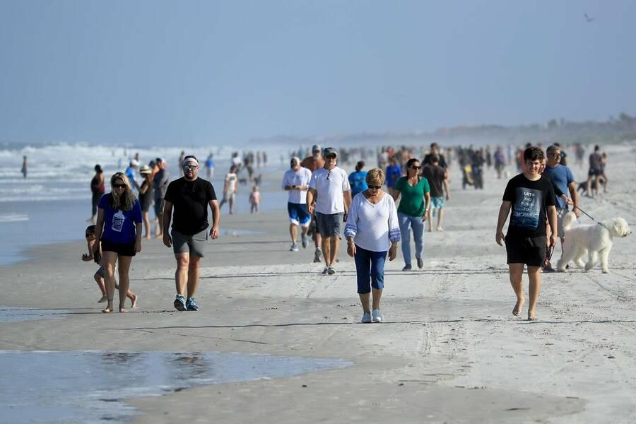 Низкий процент самоизоляции - проблема не только для России: с потеплением пляжи Европы и США наполнились людьми