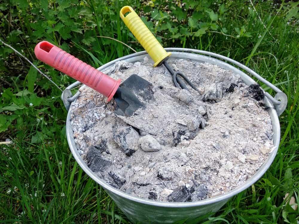 Очистила дома раковину из нержавеющей стали без всякой химии: понадобилось немного древесной золы