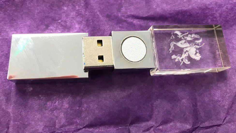 Во всем виновата 5G : устройство за 300 $, которое обещало защитить от 5G сигналов, оказалось обычной флешкой на 128 Мбайт