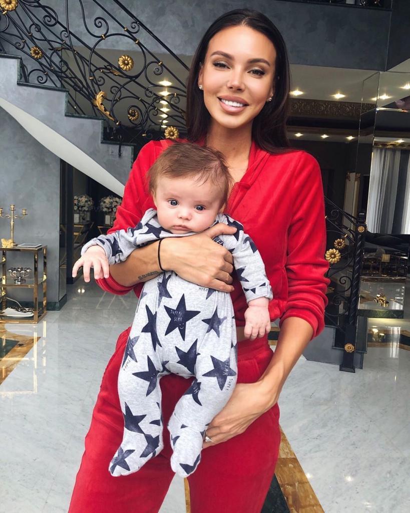 Жена Джигана показала первую улыбку сына: подписчики считают, что малыш - мамина копия (фото)